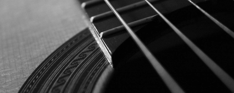 Dettaglio corde chitarre