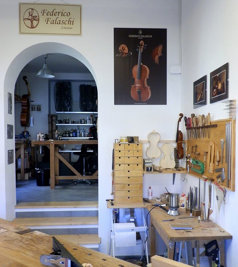 Luthier in Umbria: workshop