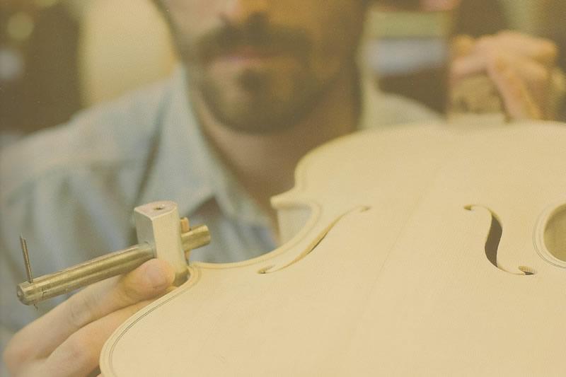 Restauro strumenti musicali a corda