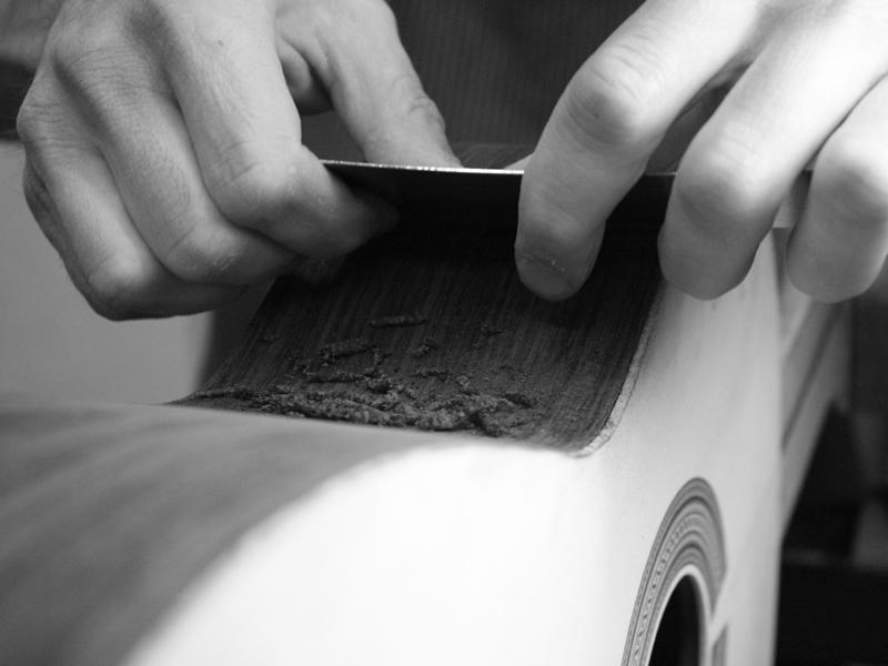 Levigazione legno chitarra classica