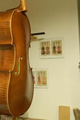 Cello mod Stradivari in verniciatura