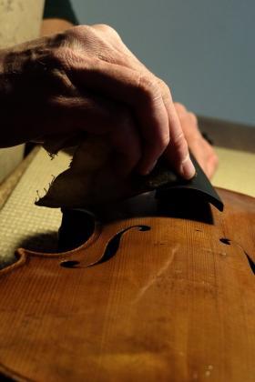 Lucidatura tastiera Liuteria Falaschi