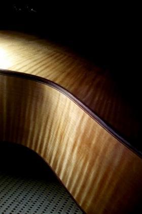 Chitarra folk in verniciatura - fasce